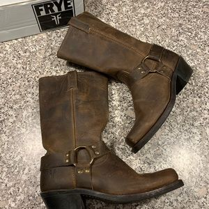 Frye dark brown boots size 9.5 GUC